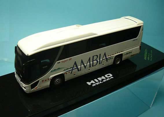 バスのロゴに、転写シールを使用しています。